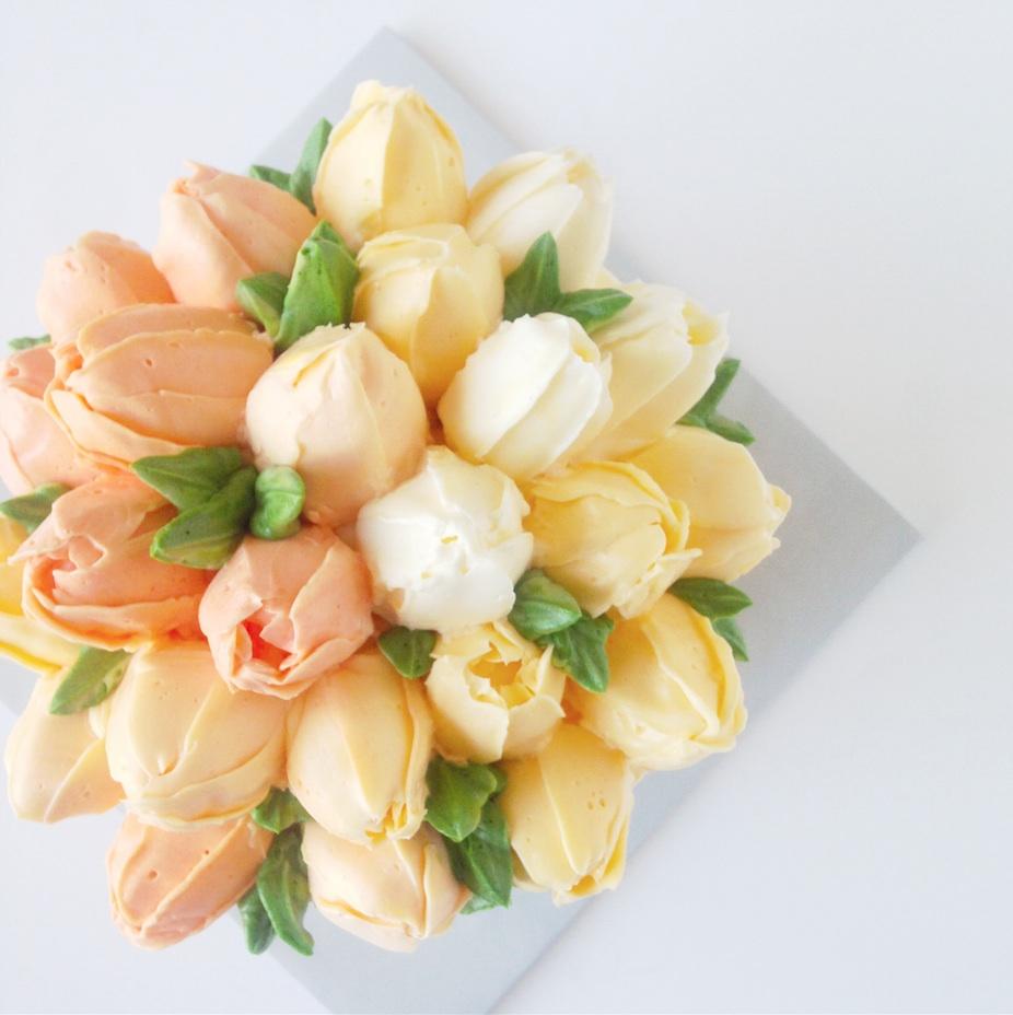 Buttercream rose peony ranunculus tulip flower cake