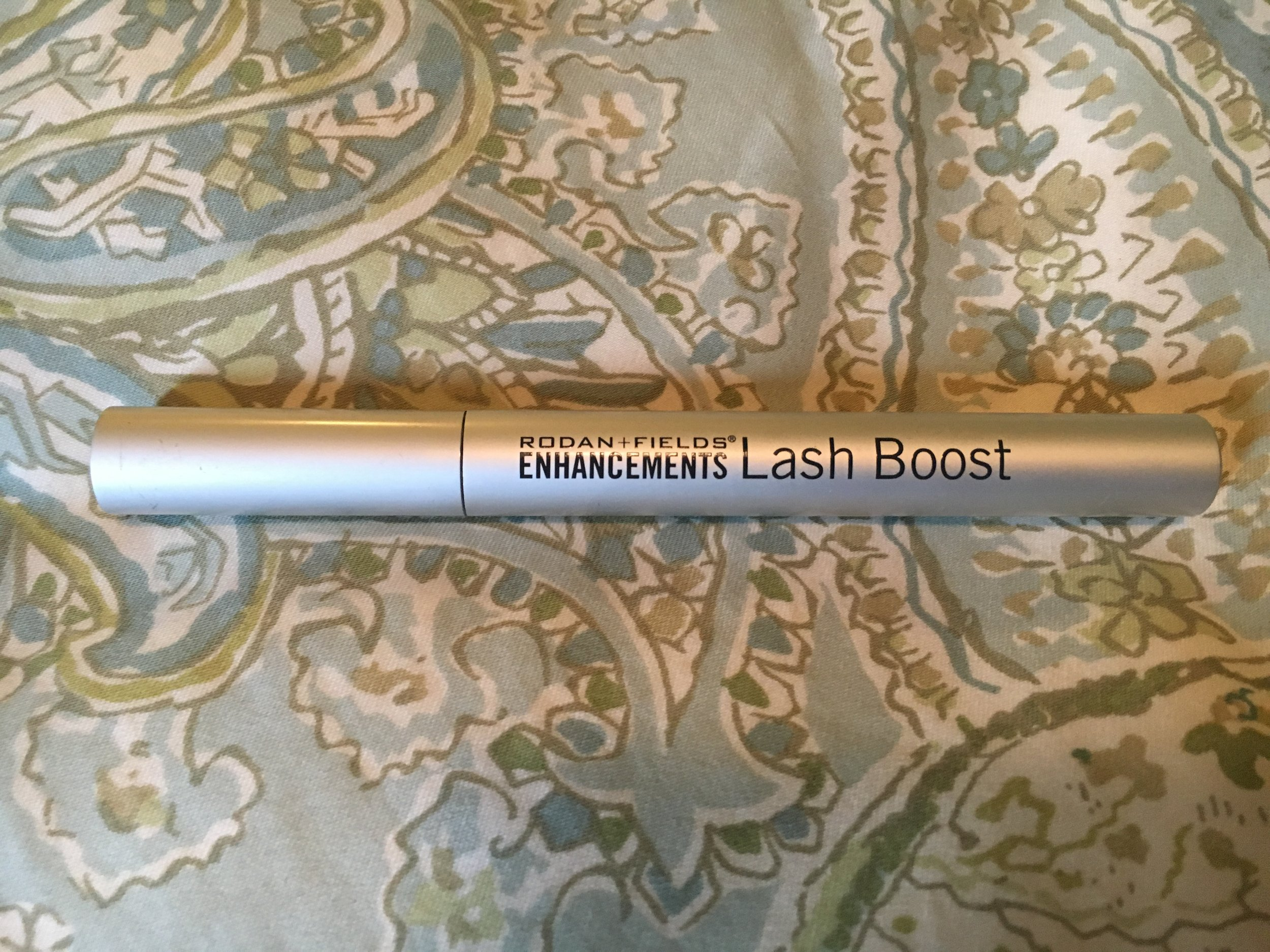 Alison Solomon  (click on her name for her website to buy R+F products from her) introduced me to lash boost and I don't need to buy eyelash extensions anymore!!