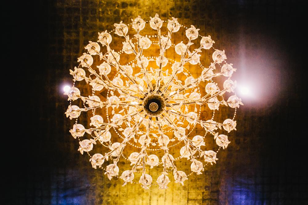 Gold_Glam_Wedding_Cicada_Restaurant-09.jpg