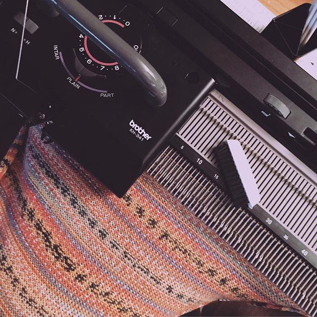 Got my very first knitting machine today! 💙💙💙#inlovewiththecoco #ebayfinds #christinekopper #sampling #knitting #knittingmachine #unemploymentlife #myownstudio #handmade #textiles #fibers #fiberart