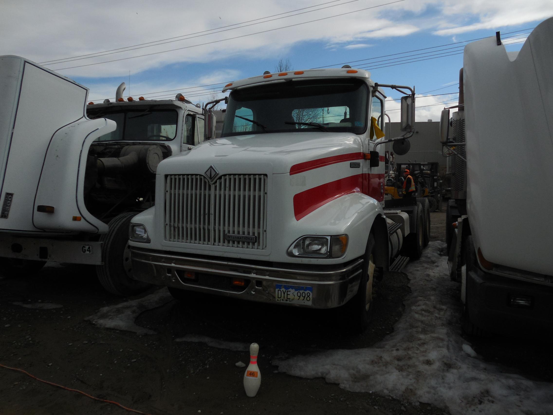 2001 International 9011 6X4 Tractor