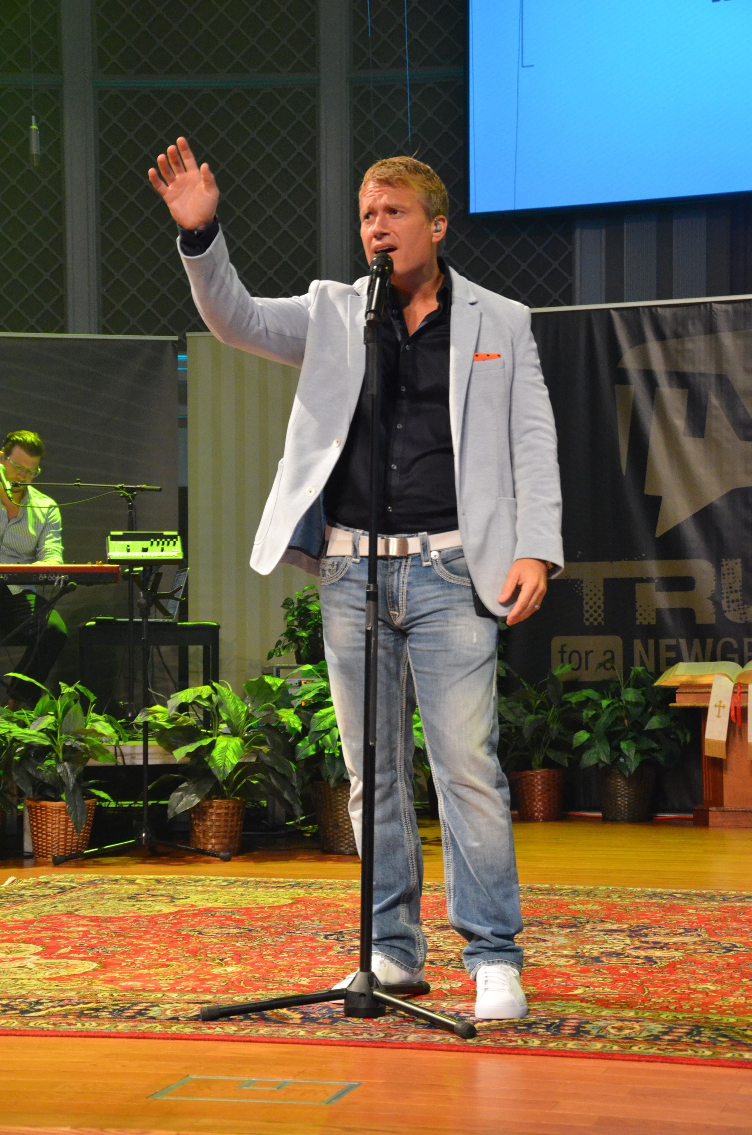 Charles Billingsley leads worship at the TNG conference September 5-6.