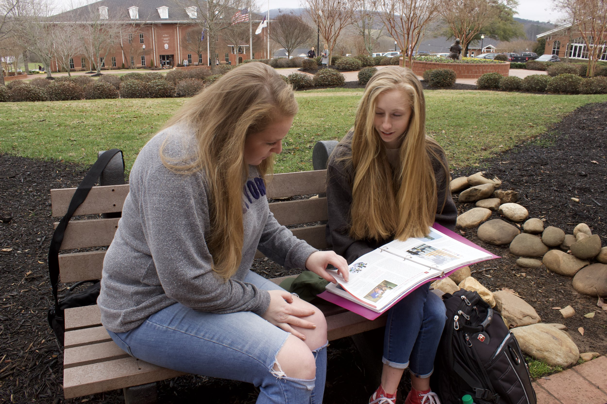 Sophomores Bethany Nelson and Macy Cochran study for a Spanish test.