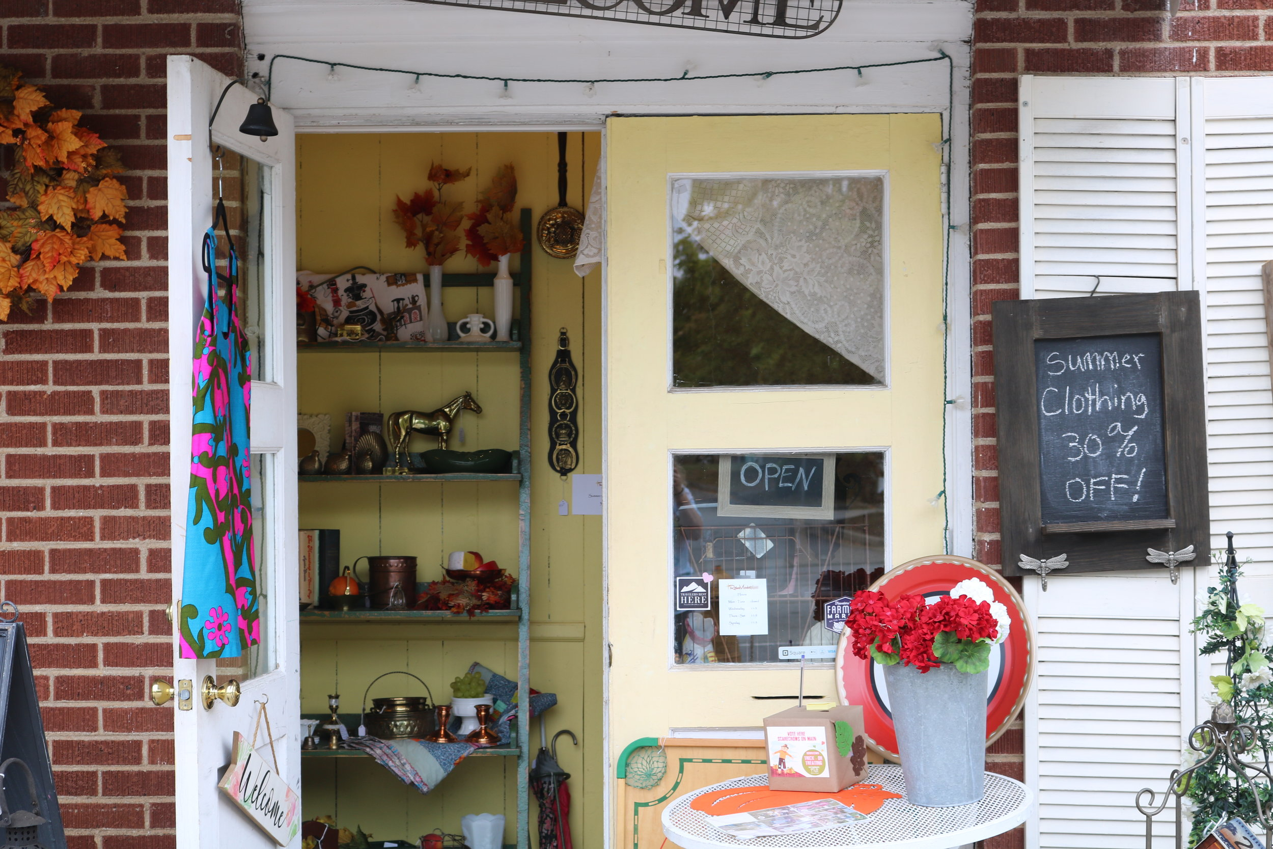 Their bright yellow doors and their trinkets welcomes guests down the stairs to their cute little store.