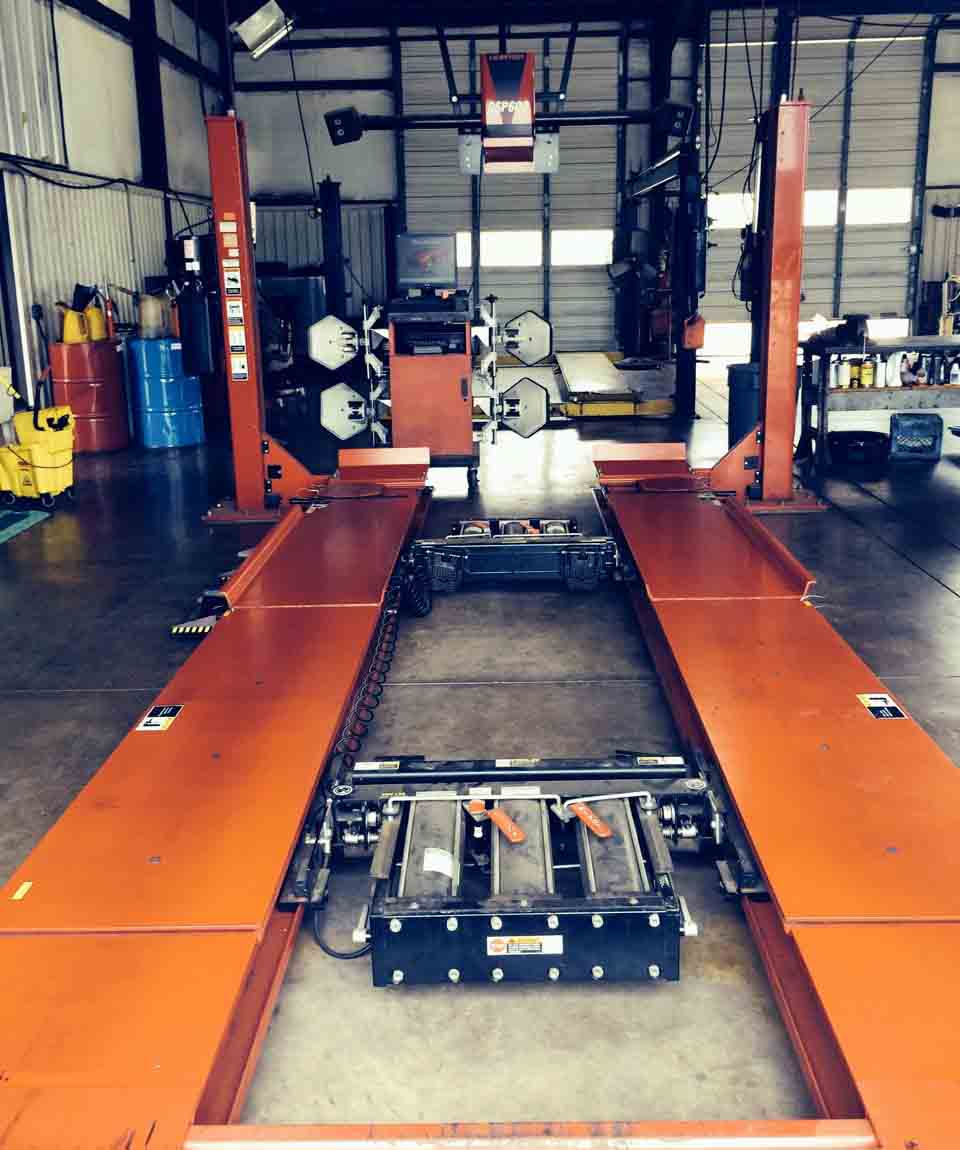 Hunter 811 Laser Front End Wheel Alignment machine and lift