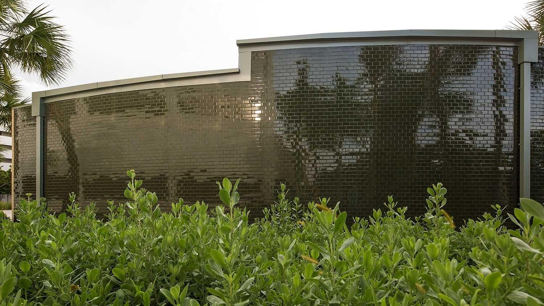 Barbara-Grygutis_The-Green-Wall_Palm-Beach-County-Assembly-Plaza-Florida_03.jpg