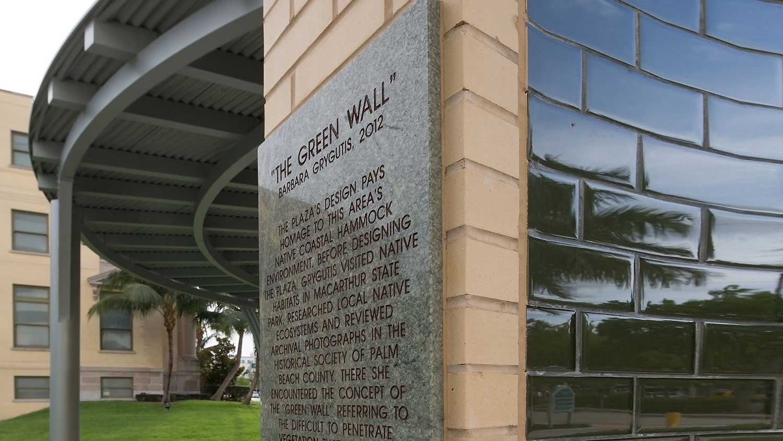 Barbara-Grygutis_The-Green-Wall_Palm-Beach-County-Assembly-Plaza-Florida_04.jpg