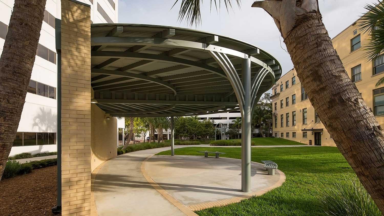 Barbara-Grygutis_The-Green-Wall_Palm-Beach-County-Assembly-Plaza-Florida_05.jpg