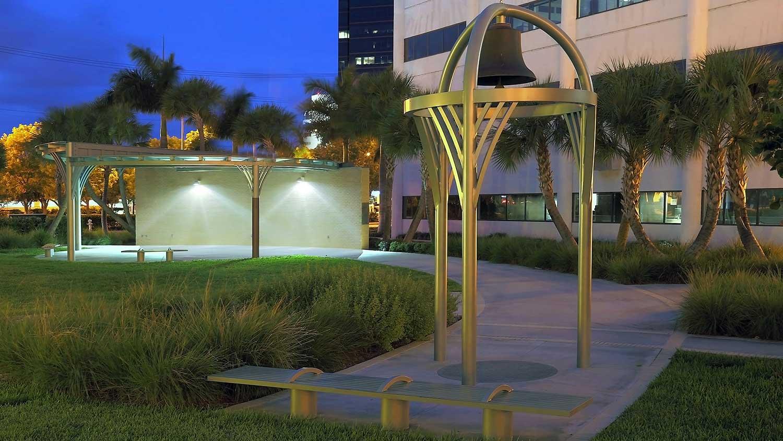 Barbara-Grygutis_The-Green-Wall_Palm-Beach-County-Assembly-Plaza-Florida_11.jpg