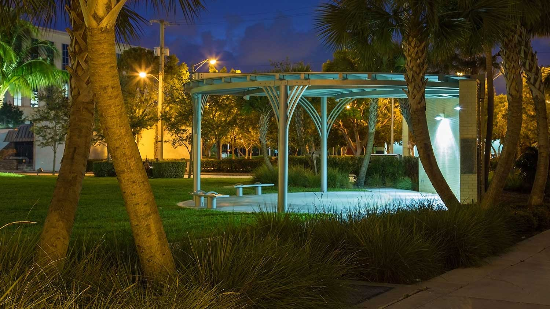 Barbara-Grygutis_The-Green-Wall_Palm-Beach-County-Assembly-Plaza-Florida_12.jpg