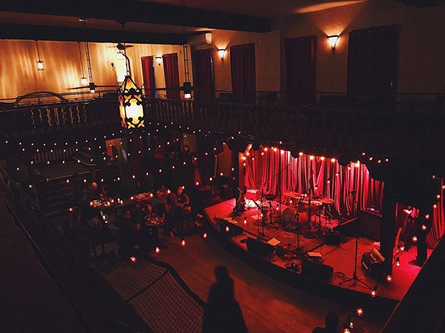 The stage for the night here at @colonywoodstockny. What a beautiful venue! Stoked to play in about an hour! @maxsnewhat is on first! #woodstockny #balkannight #awesomevenue #balkanparty #littt