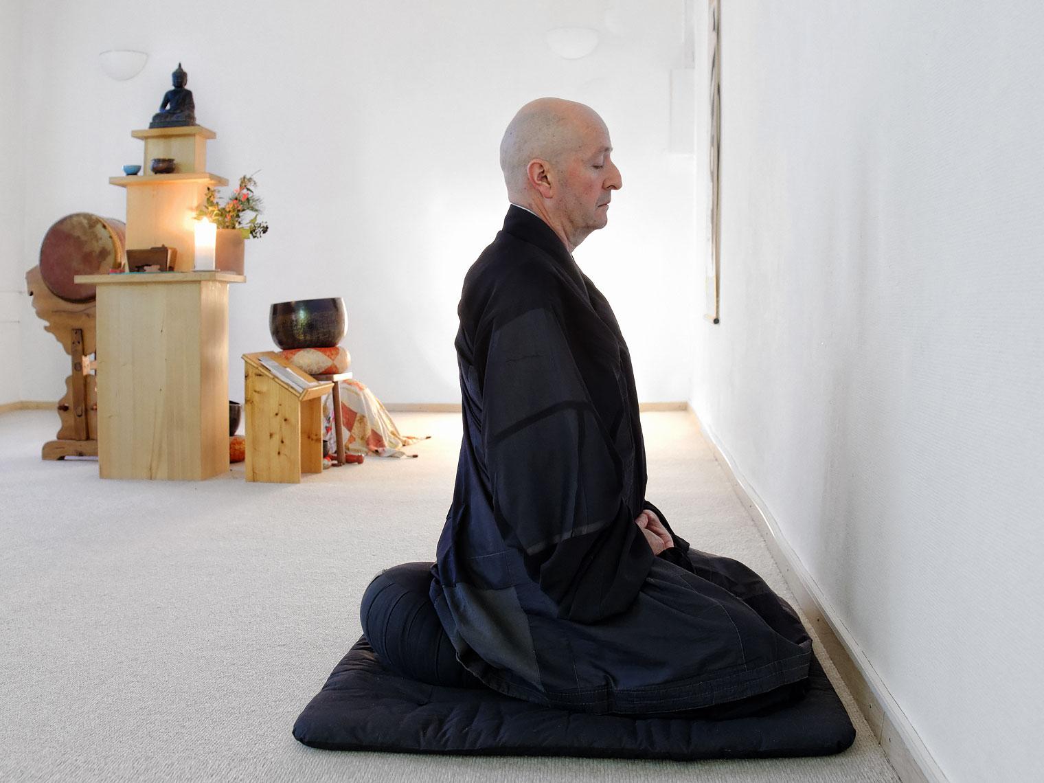 Le moine bouddhiste zen Dokaï, dans le dojo de Lausanne.