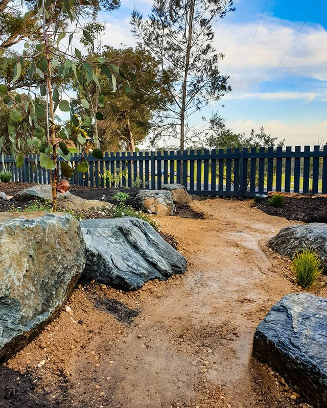 This used to a very, very sad excuse for a lawn! . . . . #landscapedesign #exteriordesign #landscaping #landscapers_of_instagram #australiangardens #nativegarden #rockery #bruthenrock #eastgippsland #lovewhereyoulive #gardening #gardeningaustraliamag