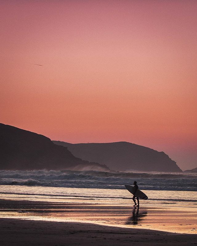 Sunset sessions at #fistralbeach. I could get used to February's like this... #surf #surfing #sunset #goexplore #outdoors #forgeyourowpath #instadaily #natgeo #DOP #nature #outdoors #photography #digitalmarketing #In2nature #panasonic #agameoftones #camera #lightroom #GH5 #agameoftones #naturephotography #exploremore #theoutbound #outdoortones #effectsadventure