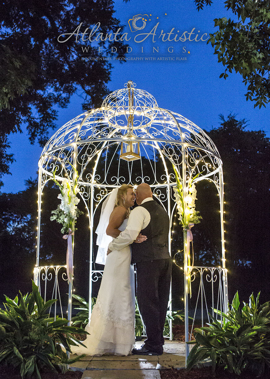 Wedding photography at night using the blue hour by www.atlantaartisticweddings.com