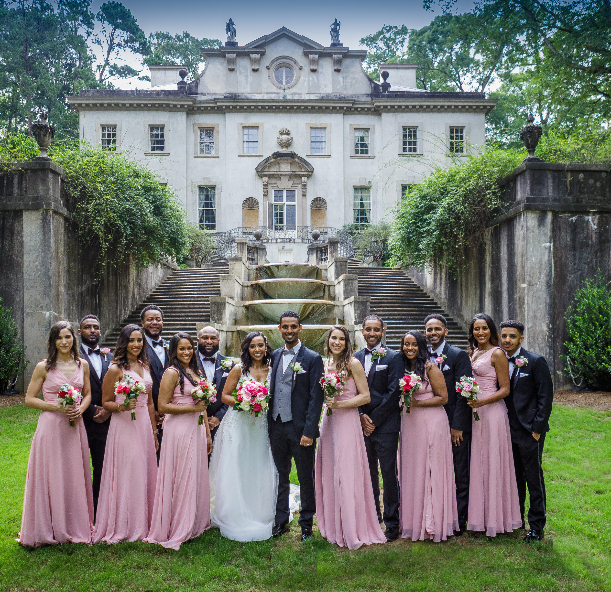 Swan House wedding photos by the Atlanta Wedding Photographers at AtlantaArtisticWeddings