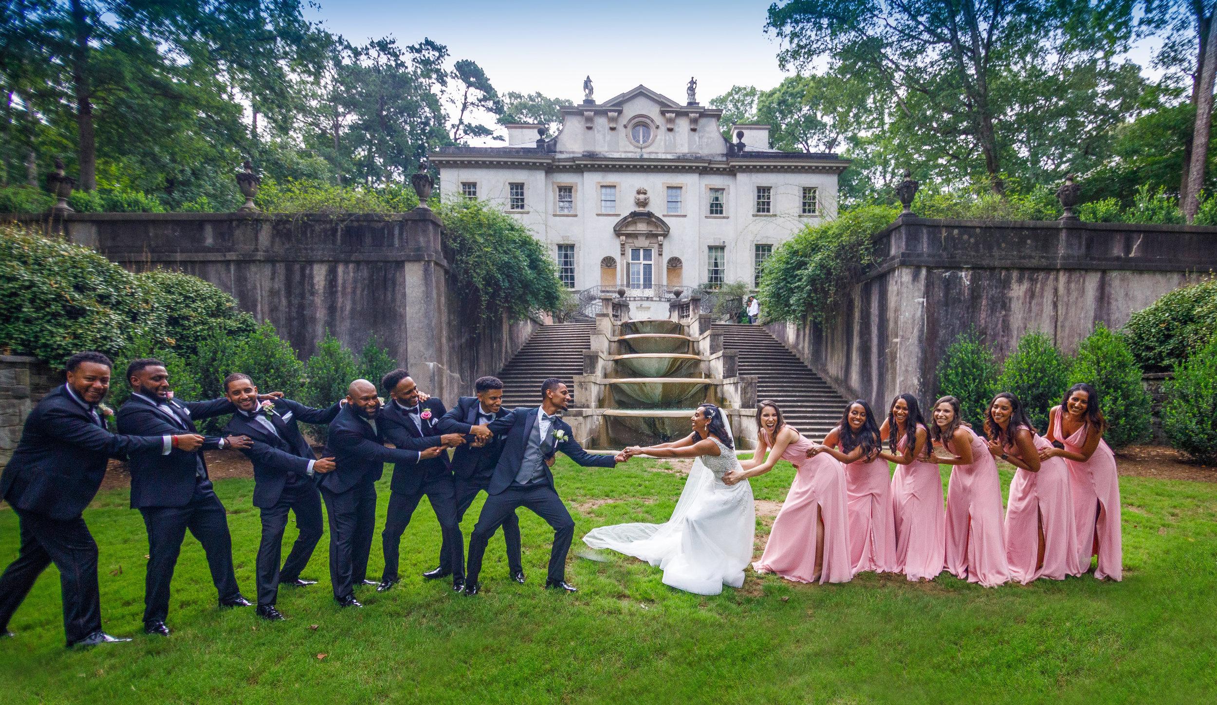 Swan House wedding photos by the Atlanta Wedding Photographers at AtlantaArtisticWeddings