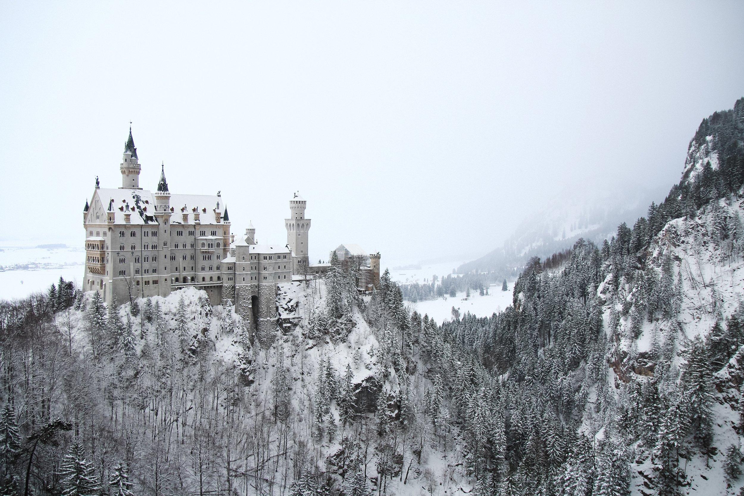 Neuschwanstein Snow nico-benedickt-187873-unsplash.jpg