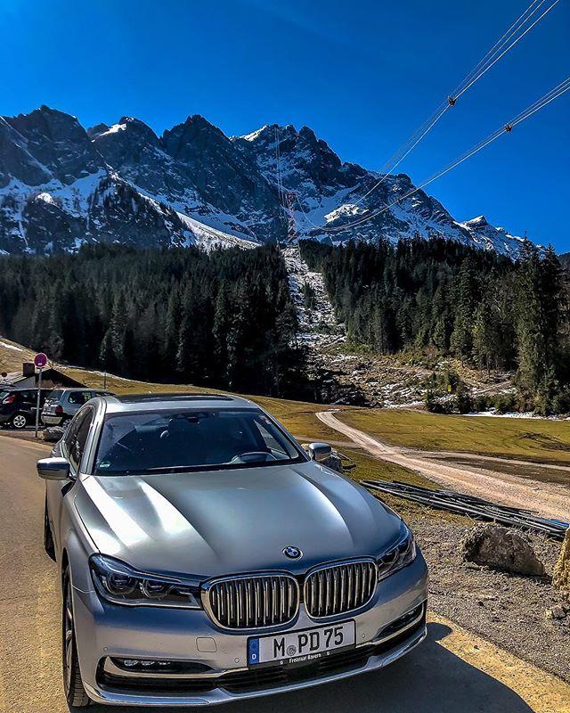 Last chance of a ski day! @zugspitze.de #Skiing #endofseason #Zugspitze #Mountain #topofgermany #Chauffeur #DaetzService #BMW #Snowboarding #Eibsee #snow #winter #spring #endoftheworld #tripadvisor #travellingthroughtheworld #limousine