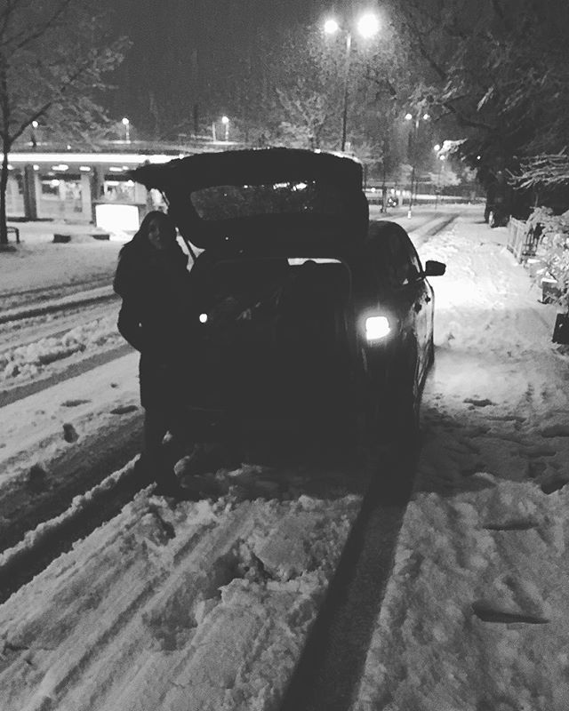 When we got stuck in the snow on our slightly mad roadtrip trip from Bludenz to Torino #roadtrip #rocknrollstyle #bachspace