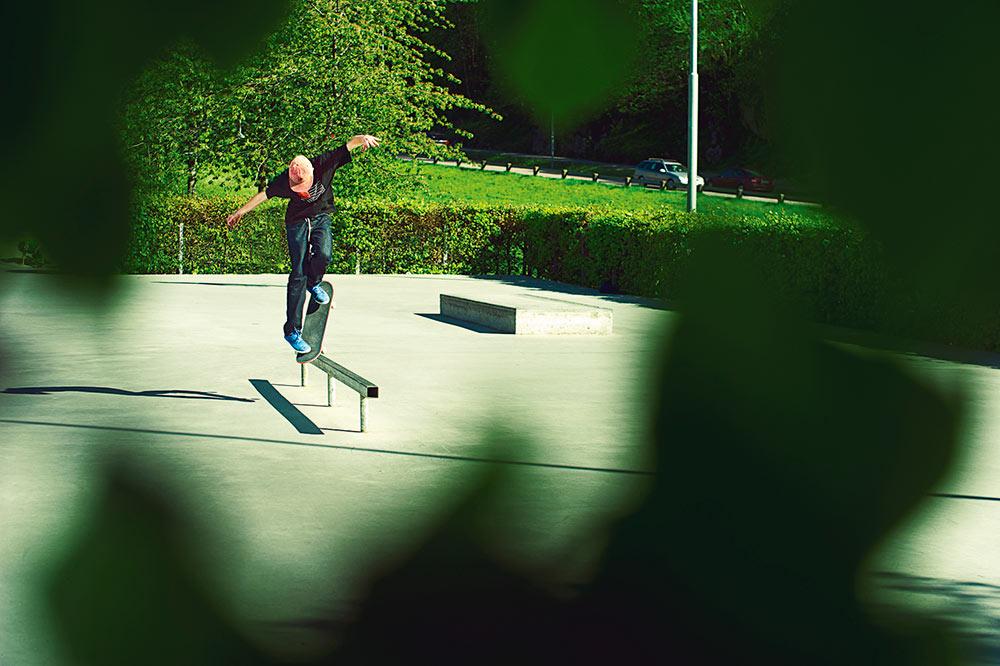 Flemming Pedersen - Noseslide nollie pop ove  r to fakie. Foto Adam Klingeteg