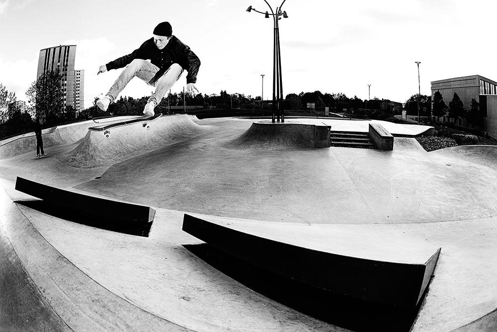 Axel Lindquist - Kickflip to fakie. Foto Anders Neuman