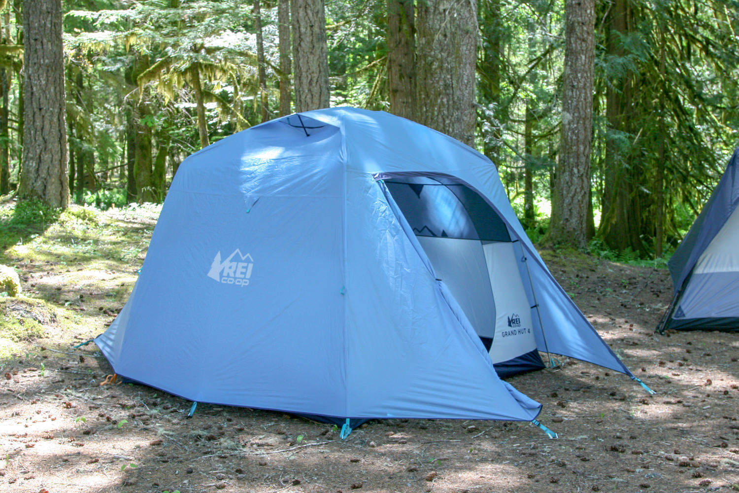 two large vestibules on each side allow you to keep your stored gear dry and protected.