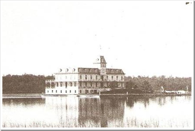 The Hub House. © Thousand Islands Museum Collection, Clayton, NY.