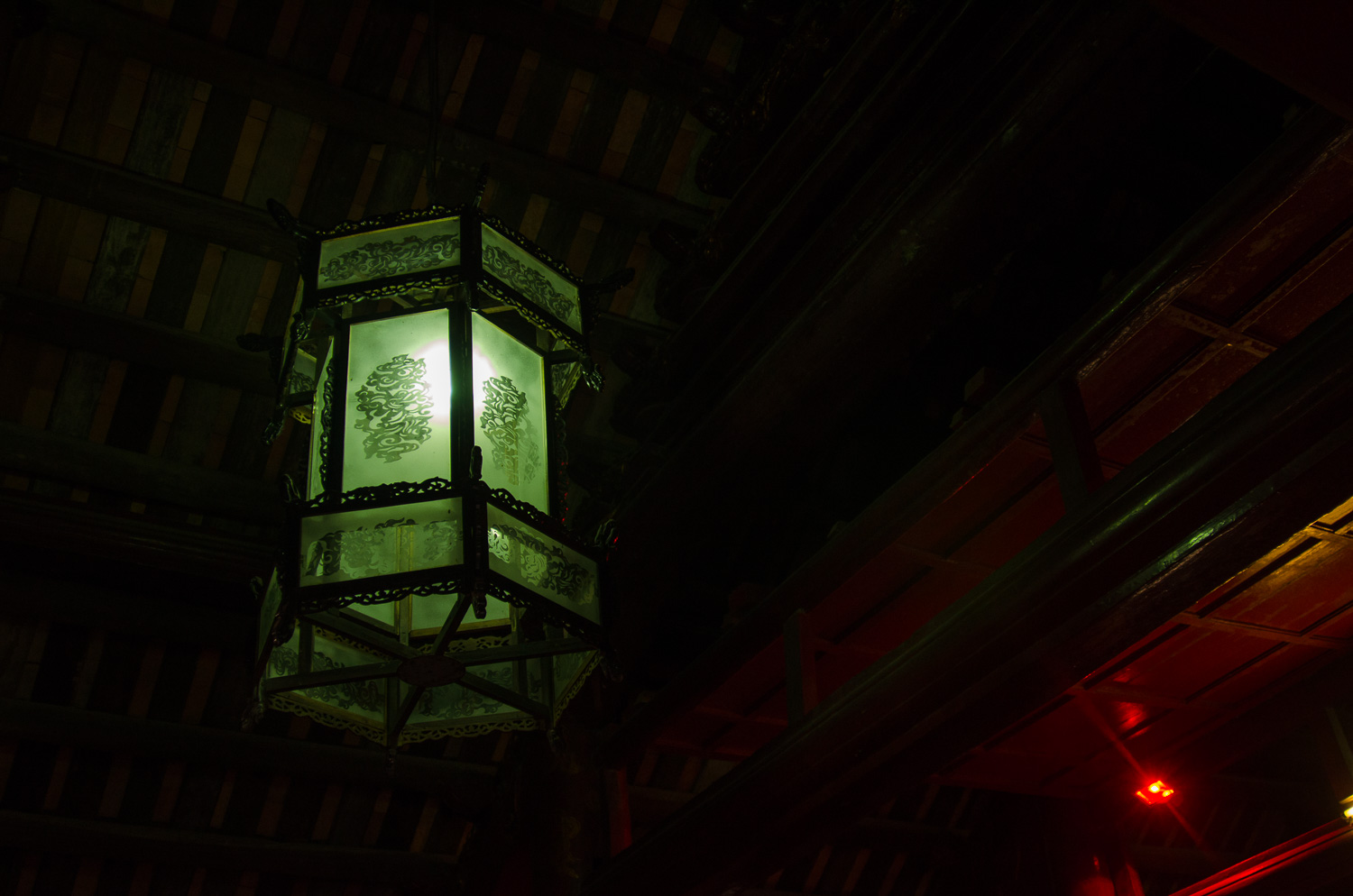 hanoi-temple-of-literature-lamp.jpg