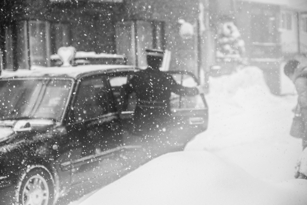 The worldwide famous kindness of the Japan taxi driver on a typical winter day in Sapporo