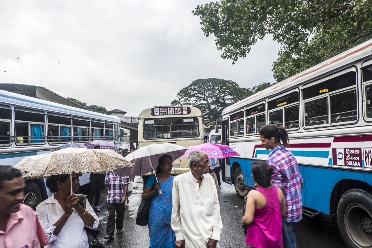 Sri Lanka buses - commuting cultures4.jpg