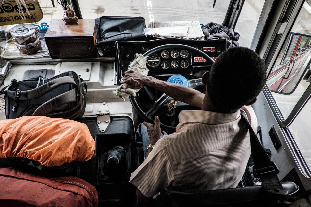 Sri Lanka buses - commuting cultures14.jpg