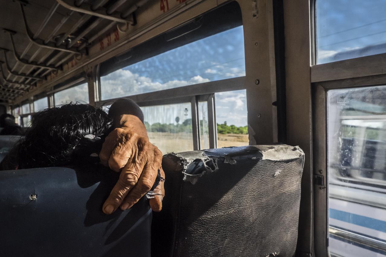 Sri Lanka buses - commuting cultures20.jpg