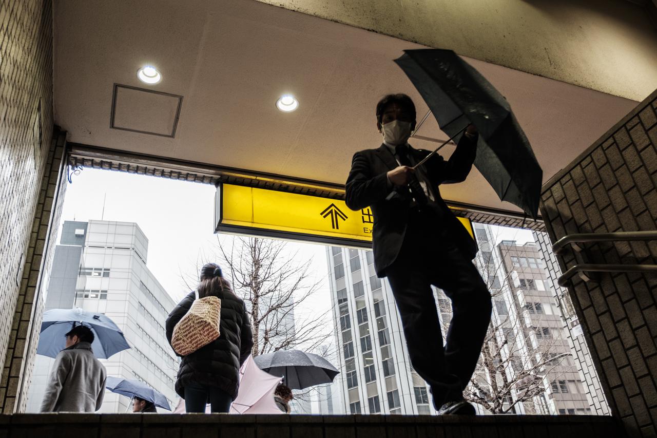 Japan subway and light rail - commuting cultures1.jpg