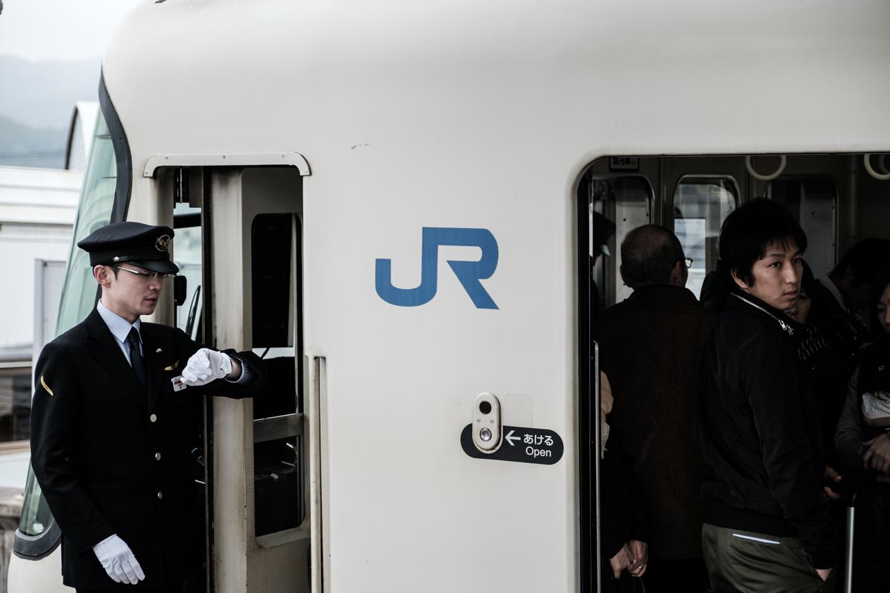 Japan subway and light rail - commuting cultures11.jpg
