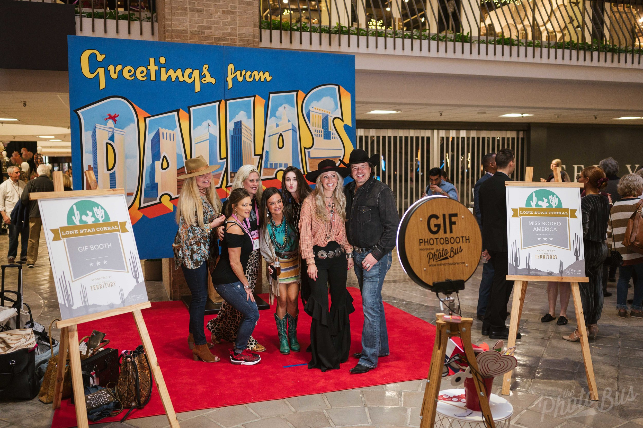 The best photo booth rental in Dallas. The Photo Bus DFW GIF Booth is a social media photo booth.