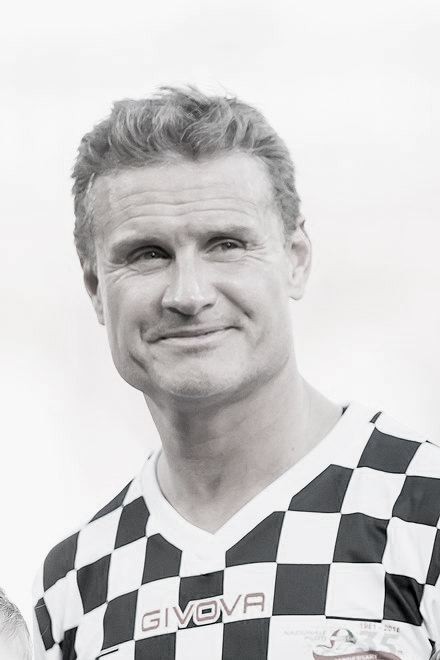 Formula 1 star David Coulthard, his face shape a perfect square in our opinion!