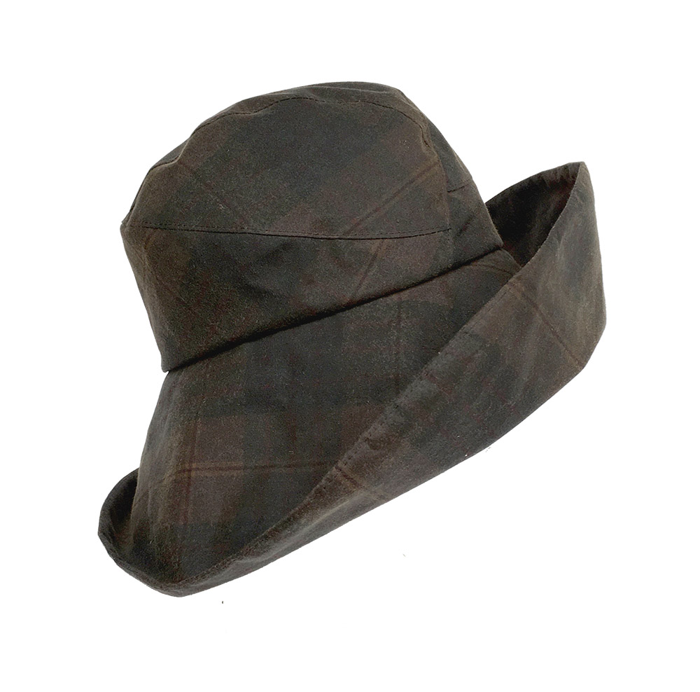 A generous wide brim, Lorna also features a rounded silhouette.