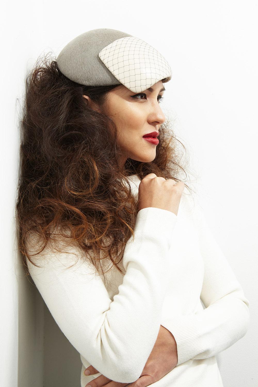 Paulette  in grey velour felt & cream leather