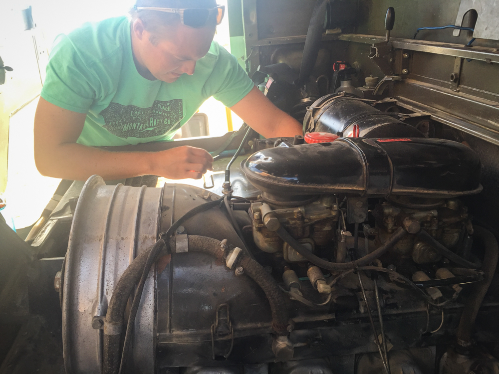Replacing the fuel filter in Guerror negro the next day.