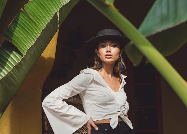 @danielle_ifrah 👑 . HMUA: @melissa.hurkman  Style: @emilyreyes  Assistant: @dsvst  For @shoptobi . . #taylorlewisphoto #tropics #laphotographer #model #tobi