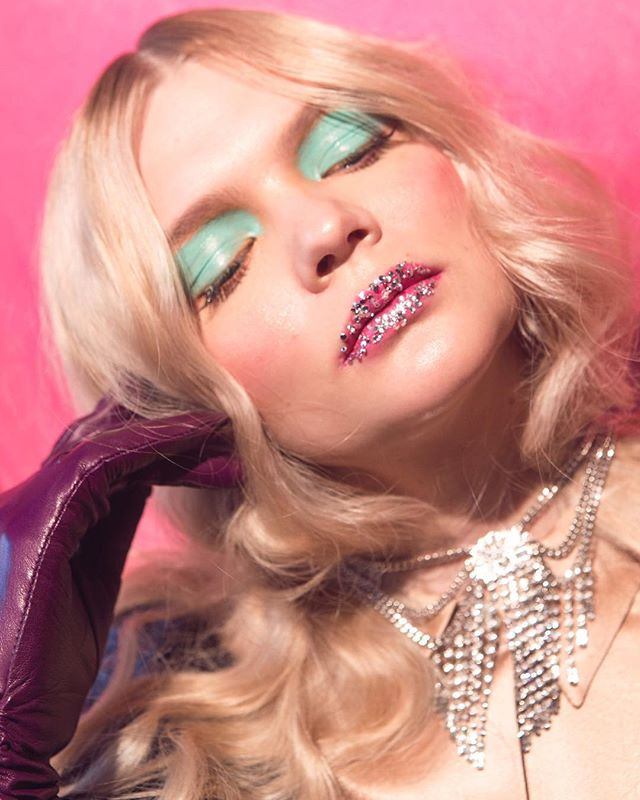 Shine on ✨ . @nataliakoreshkova  Style: @savannakc  Hair: @ashleyharthair  MUA: @jaredlips  Assistants: @sarahthegrape @schnozarelli  Location: @ragdollpinkpalace . . #taylorlewisphoto #fashion #beauty #diamonds #glossy