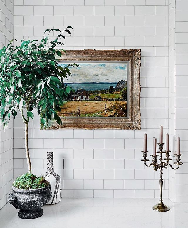 Where farmhouse chic meets @styleathome. In love with these white subway tiled walls and vintage home decor 🌿