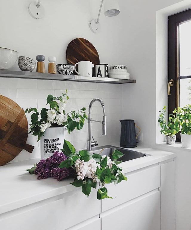 Have your sink over flow with things that make you happy 💐 via @white.interior