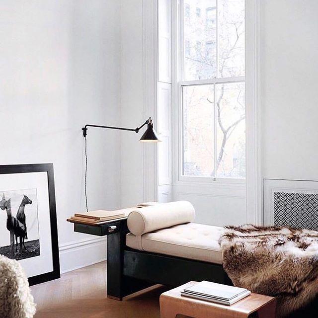 The perfect window corner for watching the autumn leaves fall.  Via @elledecorationfr / 📸: @francoishalard . . . #aliciamurphydesign #custominteriors #homesweethome #luxuryliving #hamptonshome #homestyle #modernhomes #styleathome #homedecor #customdesign #designandbuild #customfurniture #creativityfound #designdetails #interiordetails #homedesign #homerenovation #flashesofdelight #cozyhome #interiorstyling #dayinthelife #interiordesignerlife #nycinteriordesign #customhomes #customlifestyle #homestyling #ihaveathingwithfloors #cornerdesign #minimalistdesign #interiorinspo