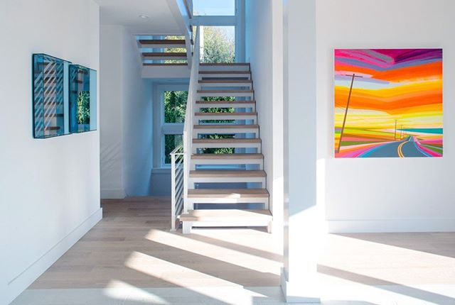 Modern art in both design & decor. This staircase is a highlight of our East Lake Drive project.  Design by @aliciamurphydesign / Architecture by @bergdesignnyc / 📸: @strifflerphoto . . . #aliciamurphydesign #custominteriors #homesweethome #luxuryliving #hamptonshome #homestyle #modernhomes #styleathome #homedecor #customdesign #designandbuild #customfurniture #creativityfound #designdetails #interiordetails #homedesign #homerenovation #flashesofdelight #cozyhome #interiorstyling #dayinthelife #interiordesignerlife #nycinteriordesign #customhomes #customlifestyle #homestyling #ihaveathingwithfloors #staircasedesign #moderninteriors #moderndesign