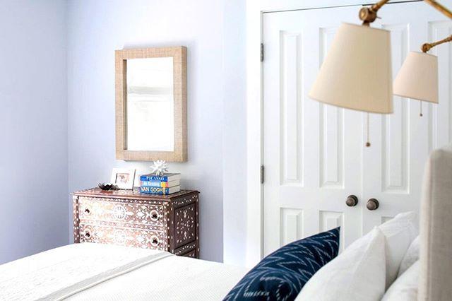 Simple bedroom designs allow you to fully relax.  Design by @aliciamurphydesign . . . #aliciamurphydesign #custominteriors #homesweethome #luxuryliving #hamptonshome #homestyle #modernhomes #styleathome #homedecor #customdesign #designandbuild #customfurniture #creativityfound #designdetails #interiordetails #homedesign #homerenovation #flashesofdelight #cozyhome #interiorstyling #dayinthelife #interiordesignerlife #nycinteriordesign #customhomes #customlifestyle #homestyling #ihaveathingwithfloors #bedroomdesign #bedroomdecor #bedroominspo