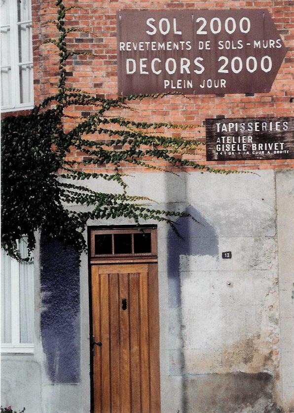 close-up of building signs for atelier. Gisèle Brivet. Photo credit: Elizabeth J. Buckey © 1994