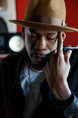 Young-Guru-Photo-by-Celine-Grouard_P4A1412-750.jpg