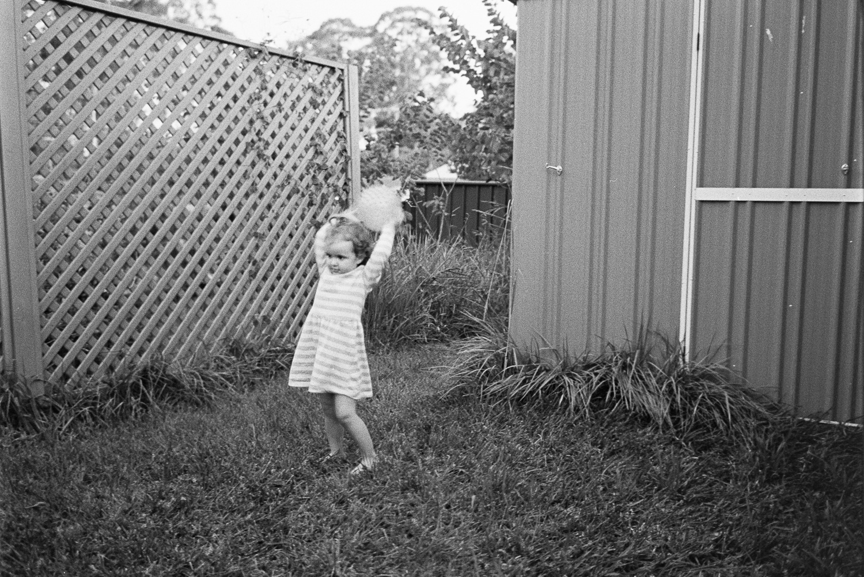 Hannah throwing the ball, 2017.Leica M7 with 35mm Voigtländer F1.7 on Kodak TRI-X 400 film.